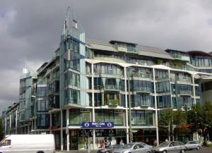 Berlin, Landsberger Allee, Geschäftsgebäude